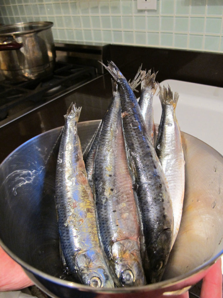 In A Medium Mixing Bowl Combine The Salt Sugar Soy Sauce Rice Wine And Ginger Clean Gut Sardines Line Then Baking Dish