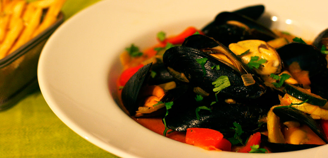 Curry Mussels and Fries